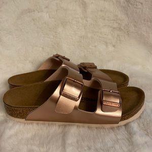 NWOT Birkenstock rose gold sandals size 1